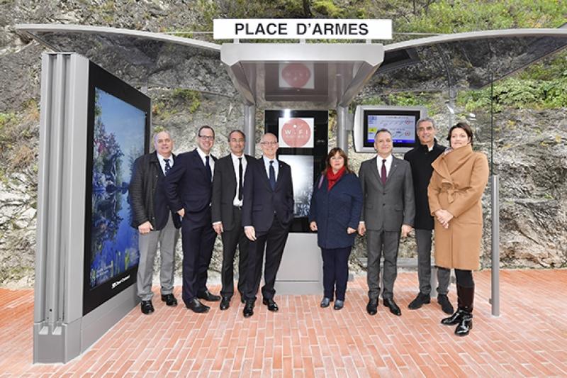 Monaco installe des Abri-voyageurs « Smart »